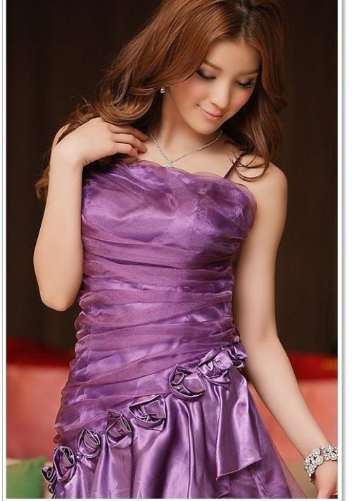 Langes Abendkleid in Lila mit Zierblumen - online bestellen bei vipdress.de