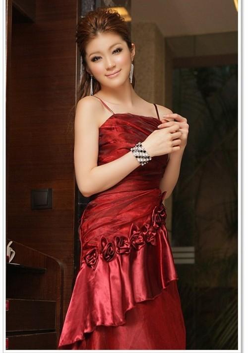 Langes Abendkleid mit Deko-Blumen in Rot - bei VIP Dress günstig kaufen