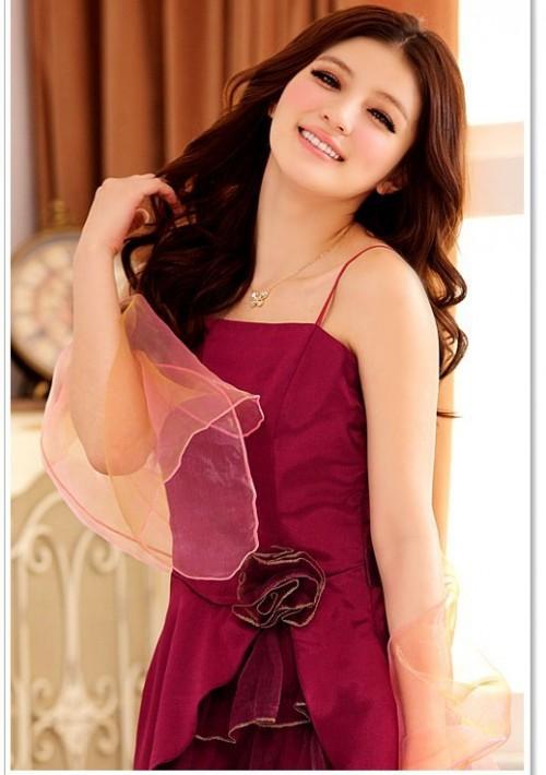 Lila im Abiballkleid mit stilvollem Lagenlook - schnell und günstig bei VIP Dress