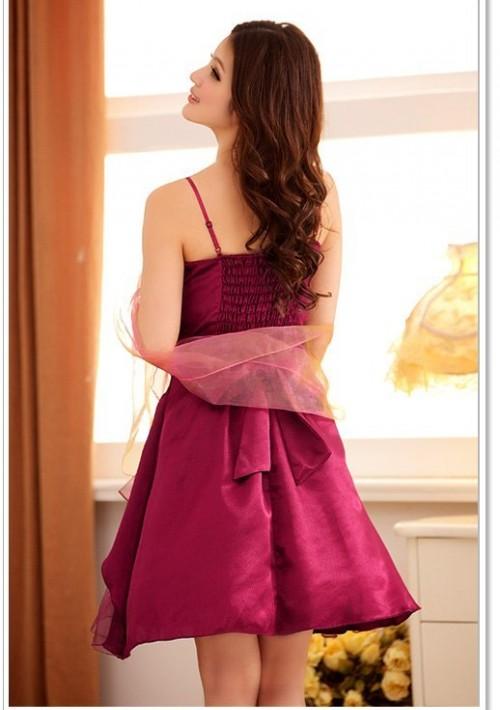Lila im Abiballkleid mit stilvollem Lagenlook - günstig bestellen bei VIP Dress