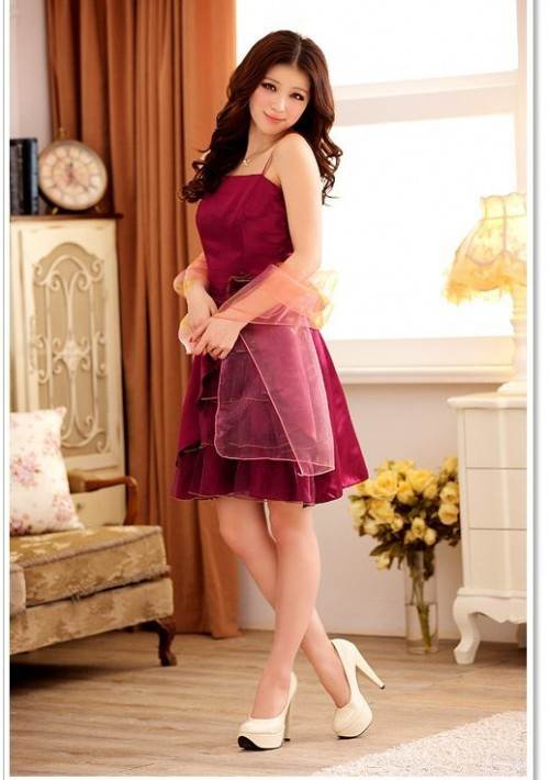 Lila im Abiballkleid mit stilvollem Lagenlook - bei VIP Dress online bestellen