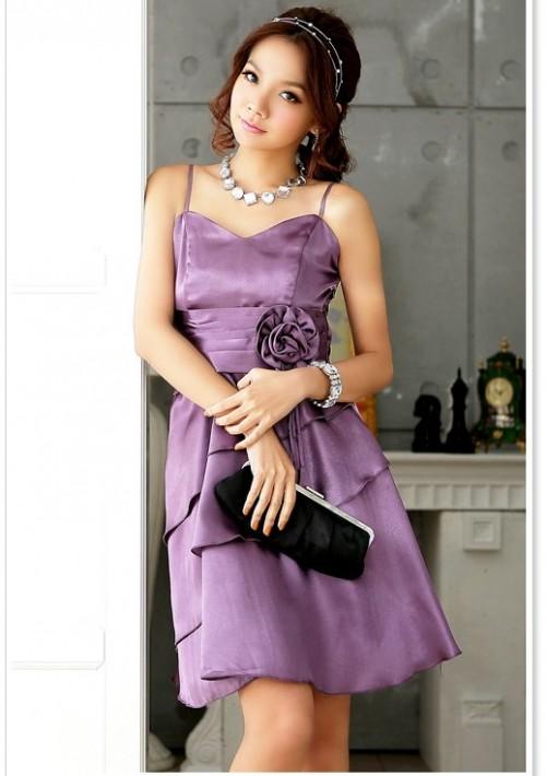 Satinkleid mit Blume und Schleife in Lila - bei VIP Dress online bestellen